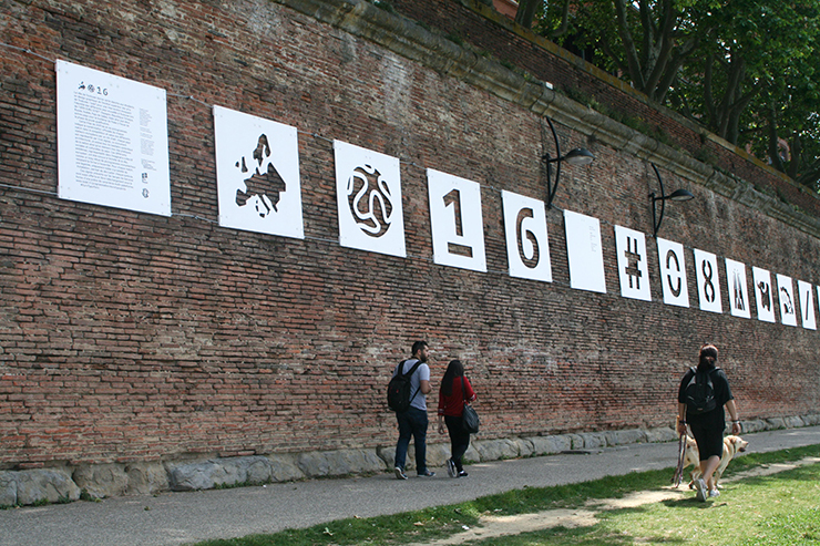 EuroTypoPicto, installation monumentale de pictogrammes à l'occasion de l'UEFA EURO 2016 par les étudiants en design graphique de l'isdaT beaux-arts, berges de Garonne, Toulouse