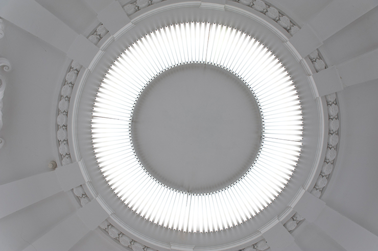 Fonds d'œuvre isdaT, Gerhard MERZ, <i>Lumilux</i>, 2005, 120 tubes fluorescents, 340x10 cm. Œuvre in situ. Coll. isdaT.