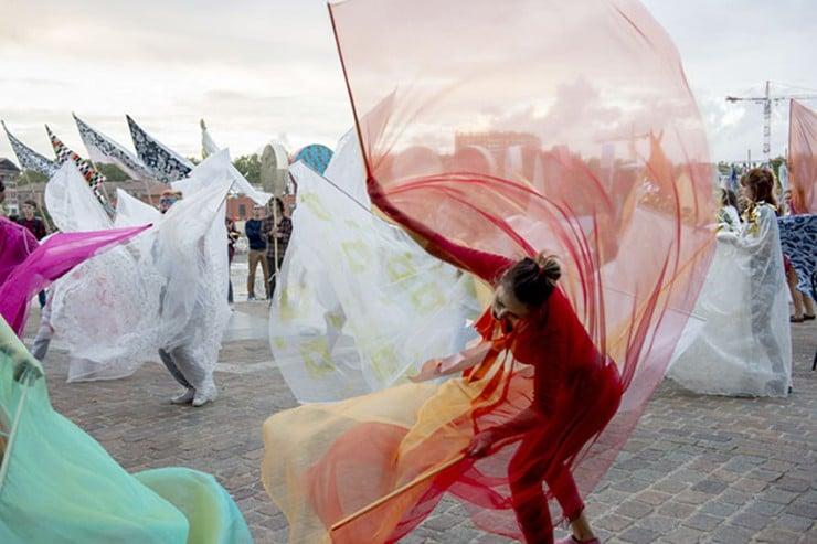 Parade d'Emmanuelle Antille festival Le Printemps de septembre