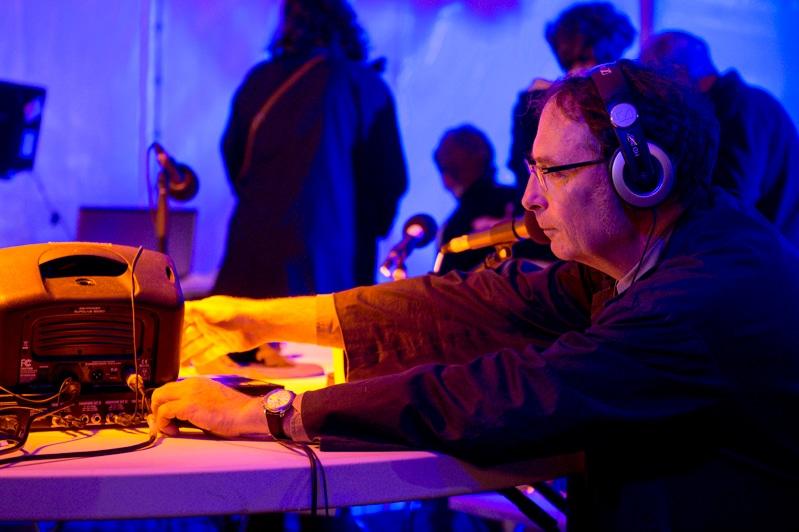 Alain Bublex et *DUUU Radio, <i>La Radio *DUUU bout de la nuit</i>, cour d'honneur de l'isdaT site Daurade, le Printemps de septembre 2018 © Franck Alix