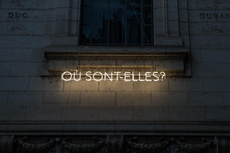 <i>Où sont-elles ?</i>, collectif Elles sont là, restitution de l'atelier Néons, juin 2019 © Franck Alix